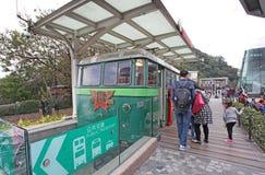 Старый пиковый поезд на ориентир ориентире пика Виктории, Гонконге Стоковые Изображения