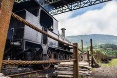 Старый поезд готовый для того чтобы выйти стоковая фотография rf