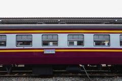 Старый поезд припарковал на станции Hua Lamphong в Таиланде Стоковые Фотографии RF
