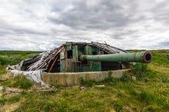 Старый покинутый воинский карамболь артиллерии Стоковые Фотографии RF