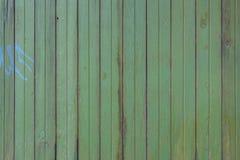 Старый покинутый год сбора винограда выдержал зеленое backgro древесины текстуры загородки Стоковые Фотографии RF