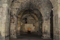 Старый покинутый подвал в замке Стоковая Фотография RF