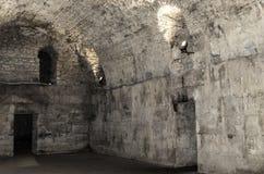 Старый покинутый подвал в замке Стоковое фото RF