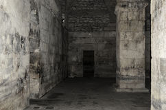 Старый покинутый подвал в замке Стоковые Фото
