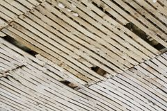 Старый потолок решетины и гипсолита стоковое фото