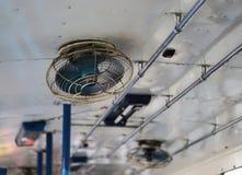 Старый потолочный вентилятор на шине Стоковое фото RF