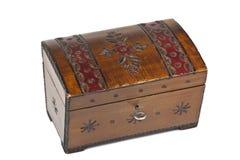 Старый поцарапанный деревянный ларец с орнаментом Стоковое Изображение RF