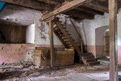 Старый подвал в покинутой мельнице Стоковое Изображение RF