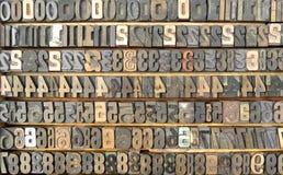 Старый поднос typeset номеров. Стоковое Фото