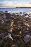 Старый пропеллер от корабля лежа на береге моря Стоковая Фотография