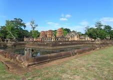Старый пруд украшенный с скульптурой Naga на виске Prasat Hin Muang Tam в провинции Buriram Стоковое Фото