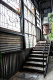 Старый путь и птицы лестницы фабрики Стоковое Фото