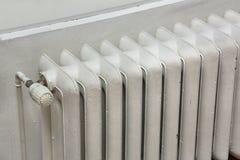 Старый радиатор топления стоковая фотография