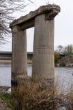Старый разрушанный мост стоковые фотографии rf