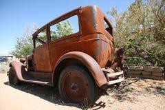 Старый разрушьте покинутый американский автомобиль, США стоковые изображения