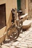 Старый ретро велосипед Стоковая Фотография