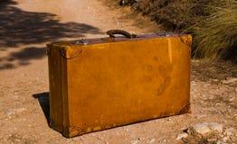 старый ретро несенный чемодан Стоковые Изображения RF