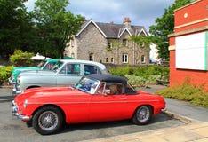 Старый ретро ностальгический красный автомобиль спорт стоковая фотография rf