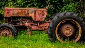 старый ржавея трактор Стоковое Фото