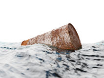 Старый ржавый бочонок плавая на волны Стоковое Изображение RF