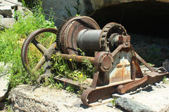 Старый ржавый ворот кабеля стоковые фото