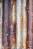 Старый ржавый гальванизированный цинк стена текстуры кирпича предпосылки старая Стоковая Фотография