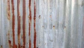 Старый ржавый гальванизированный цинк Стоковая Фотография