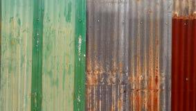 Старый ржавый гальванизированный цинк Стоковые Изображения