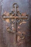 Старый ржавый железный крест Стоковые Фотографии RF
