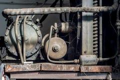 Старый ржавый компрессор воздуха стоковое изображение rf