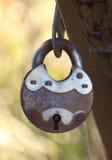 Старый ржавый конец padlock вверх Стоковые Фотографии RF