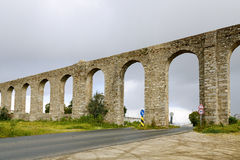 Старый римский мост-водовод расположенный в Evora, Португалии Стоковое Изображение RF