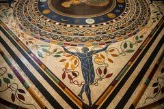 Старый римский пол мозаики в музеях Ватикана в государстве Ватикан в Риме Италии Стоковое Изображение