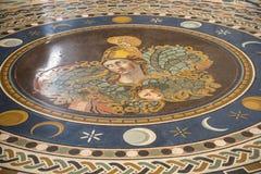 Старый римский пол мозаики в музеях Ватикана в государстве Ватикан в Риме Италии Стоковые Фото
