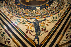 Старый римский пол мозаики в музеях Ватикана в государстве Ватикан в Риме Италии Стоковое фото RF