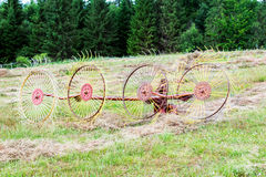 Старый роторный сборник сена Соединитель для трактора Стоковые Изображения