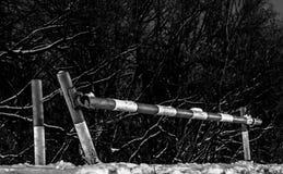 Старый ручной барьер в черно-белом стоковая фотография