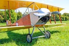 Старый самолет-биплан показан на музее авиации положения Zhuliany в Kyiv, Украине Стоковое Фото