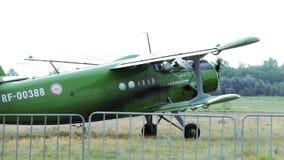 Старый самолет-биплан An-2 акции видеоматериалы