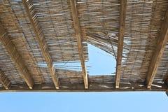 Старый сарай в солнце. Стоковые Изображения RF