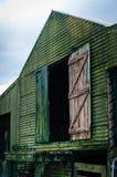Старый сарай зеленого цвета Стоковое Изображение RF
