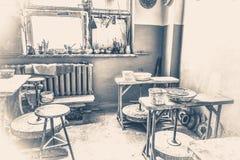 старый сбор винограда фото Внутренняя гончарня внутрь Стоковое Изображение