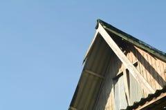 Старый сломанный дом Стоковая Фотография