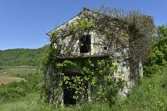 Старый сломленный дом стоковая фотография rf