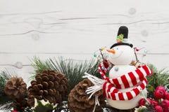 Старый снеговик рождества моды с космосом экземпляра Стоковая Фотография RF