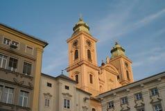 Старый собор в Линце в красивом свете вечера стоковые изображения rf