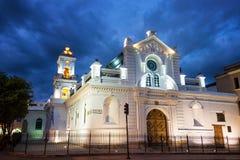 Старый собор Cuenca на ноче Стоковое Изображение