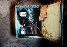 Старый советский метр электричества на стене стоковая фотография rf