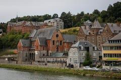 Старый средневековый город Dinan, где саксофон был чеканить Взгляд домов от реки стоковая фотография rf