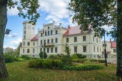 Старый средневековый замок в Латвии Стоковые Фотографии RF